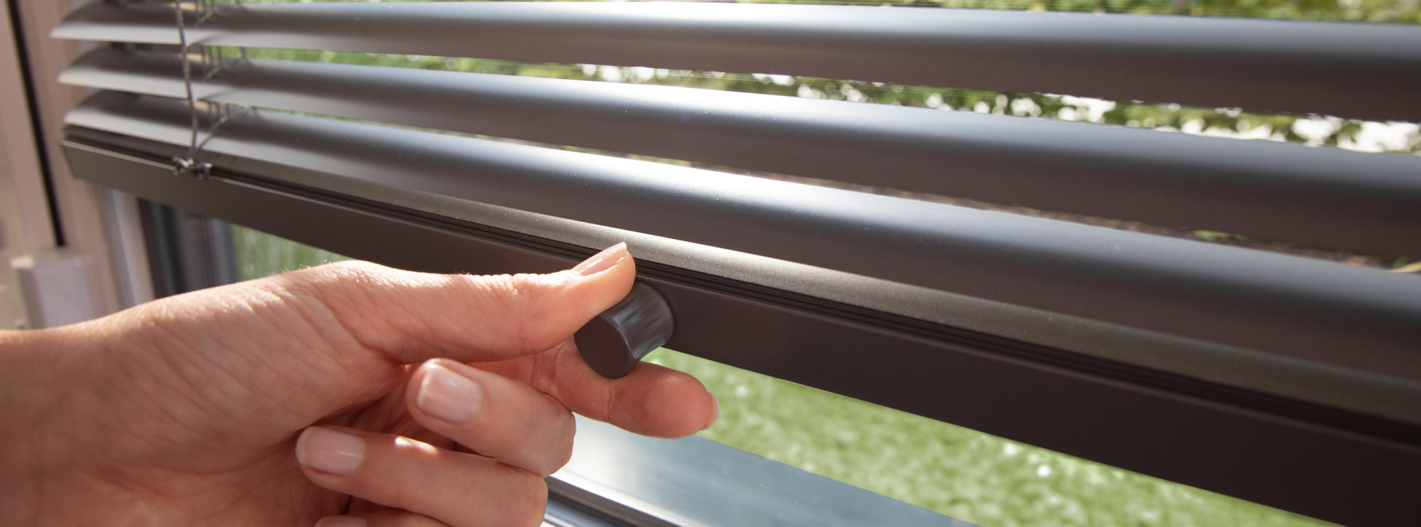 jalousien-mhz-sonnenschutz-fenster-detail